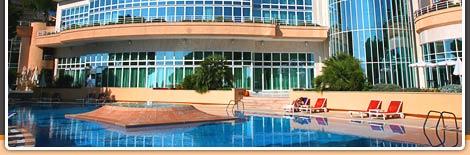 curte interioara cu piscina hotel